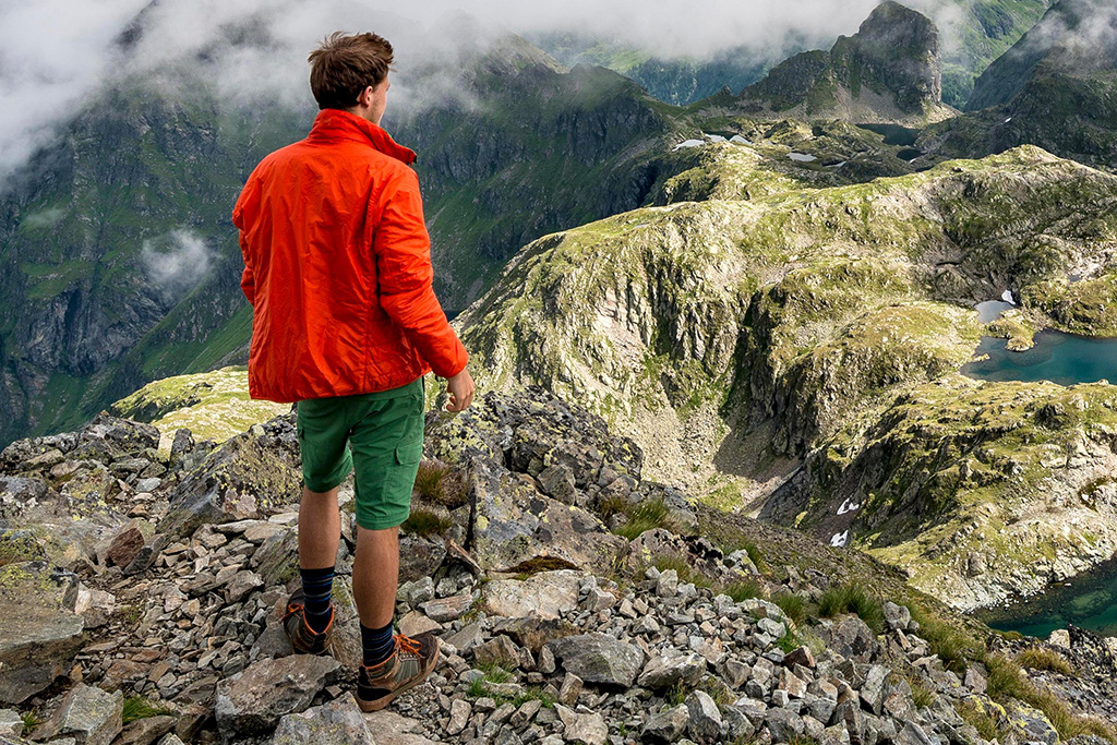 5 Best Men's Hiking Socks to Shop