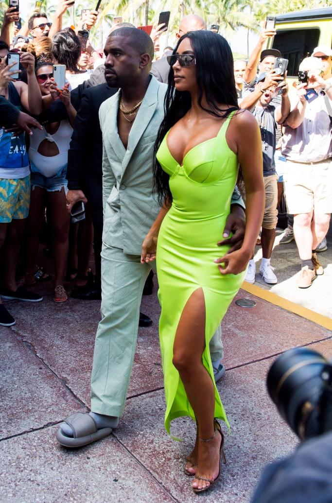 kim kardashian, kanye west, 2 chainz wedding, versace mansion, louis vuitton