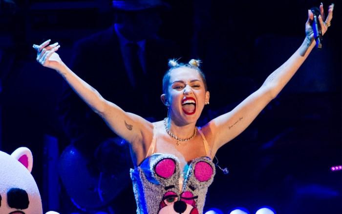Miley-Cyrus-VMAs-Twerk-wild-outfits