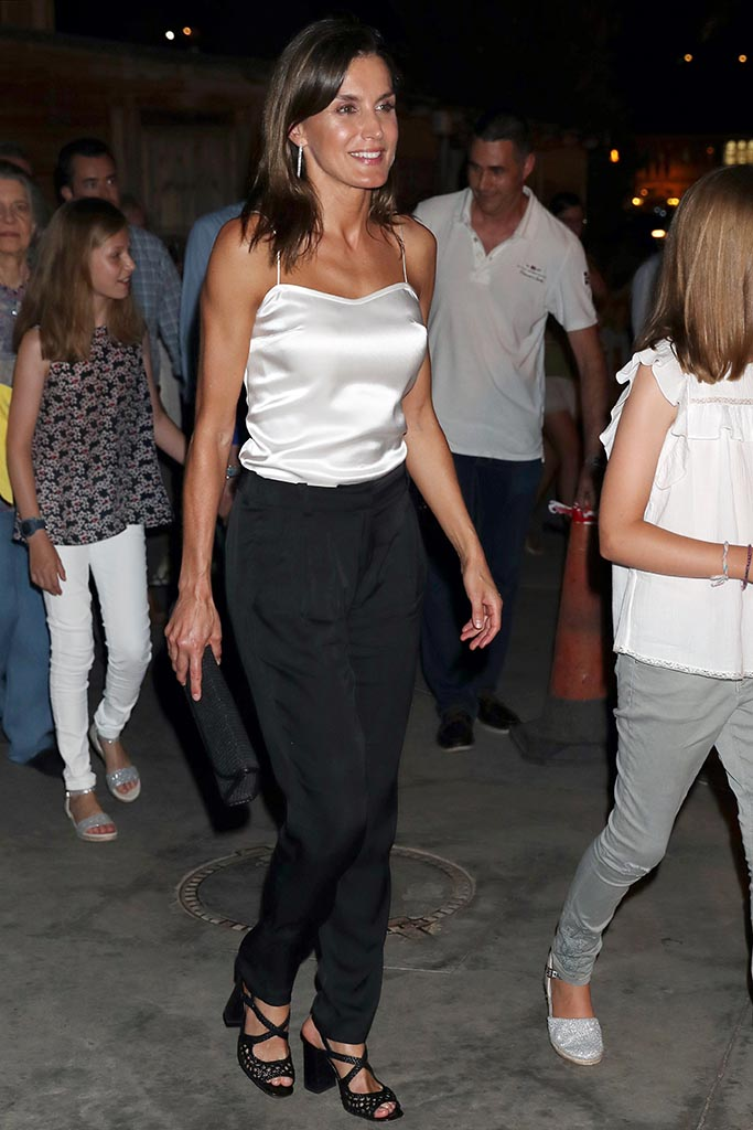 Naguisa sandals, Spanish Royals Attends Ara Malikian Concert at Port Adriano on August 1, 2018 in Palma de Mallorca, Spain.Pictured: Queen Letizia of SpainRef: SPL5013880 010818 NON-EXCLUSIVEPicture by: G Tres/Splash News / SplashNews.comSplash News and PicturesLos Angeles: 310-821-2666New York: 212-619-2666London: 0207 644 7656Milan: +39 02 4399 8577Sydney: +61 02 9240 7700photodesk@splashnews.comAustralia Rights, Canada Rights, Denmark Rights, Ireland Rights, Finland Rights, Norway Rights, New Zealand Rights, Sweden Rights, United Kingdom Rights, United States of America Rights