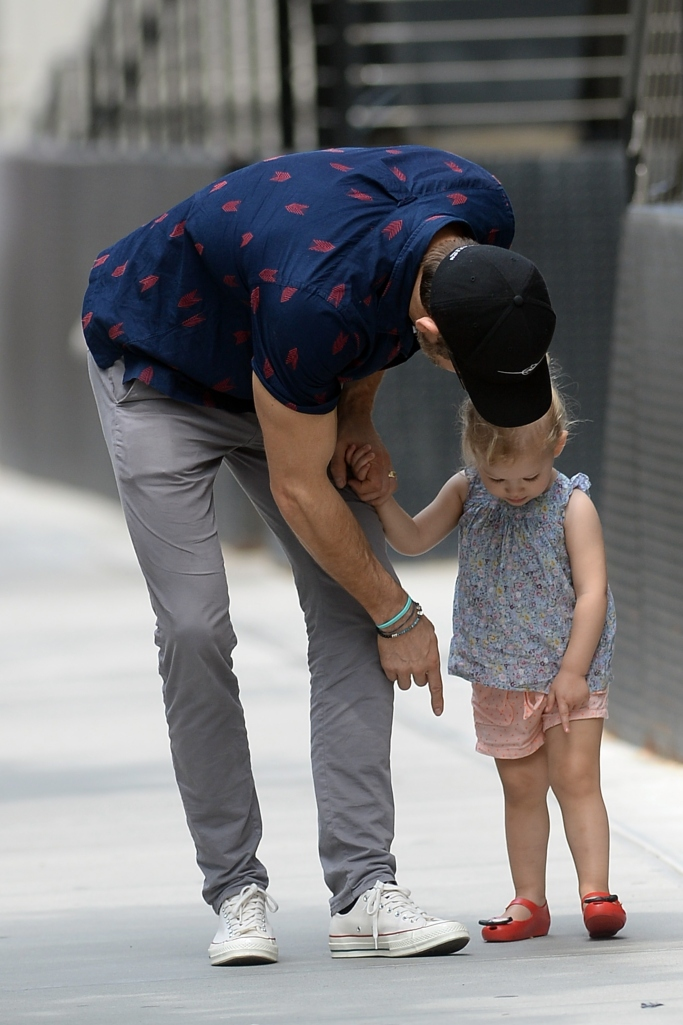 ryan reynolds, ryan reynolds daughter inez, minnie mouse shoes, converse
