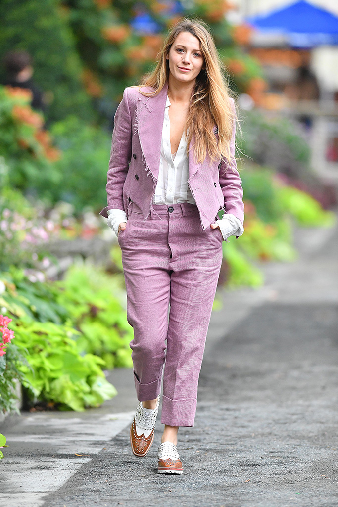 Blake Lively wears a pink suit in New York CityPictured: Blake LivelyRef: SPL5017251 200818 NON-EXCLUSIVEPicture by: Robert O'neil / SplashNews.comSplash News and PicturesLos Angeles: 310-821-2666New York: 212-619-2666London: 0207 644 7656Milan: +39 02 4399 8577Sydney: +61 02 9240 7700photodesk@splashnews.comWorld Rights