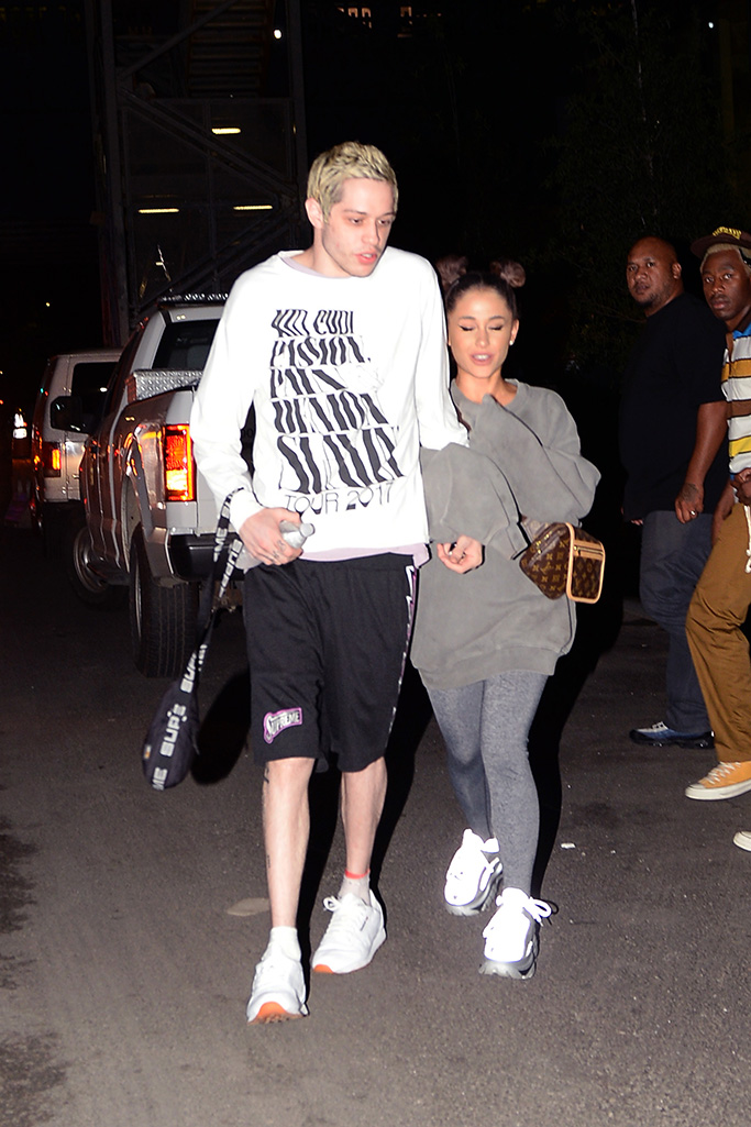Ariana Grande and her fiancee Pete are photographed leaving their apartment on their way to have dinner at LB Pizzeria in brooklyn new york cityPictured: Ariana Grande,Pete DavidsonRef: SPL5018765 280818 NON-EXCLUSIVEPicture by: Elder Ordonez / SplashNews.comSplash News and PicturesLos Angeles: 310-821-2666New York: 212-619-2666London: 0207 644 7656Milan: +39 02 4399 8577Sydney: +61 02 9240 7700photodesk@splashnews.comWorld Rights, No Portugal Rights