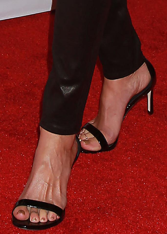 julia roberts, stuart weitzman, red carpet shoe style