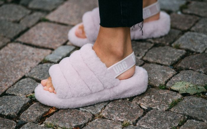 An Oslo Fashion Week goer wearing the Ugg Fluff Yeah Slide in Seashell Pink.