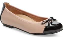 Women's Shoes: Best Flats for Wide