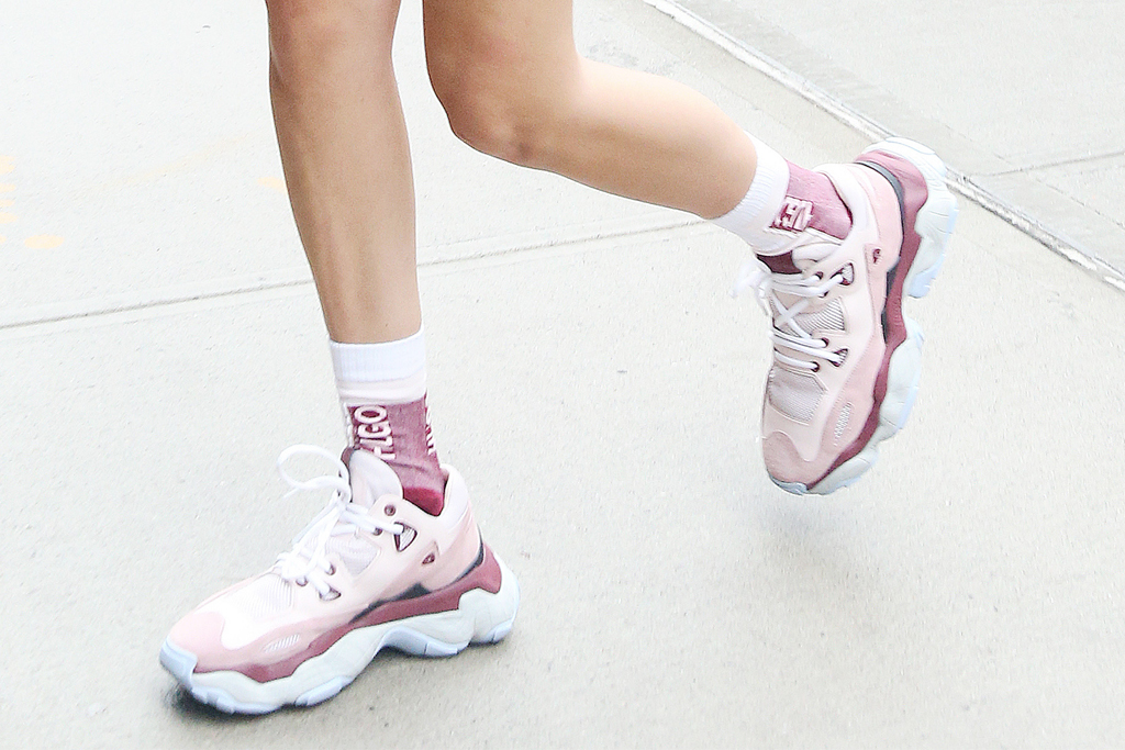 bella hadid, sneakers