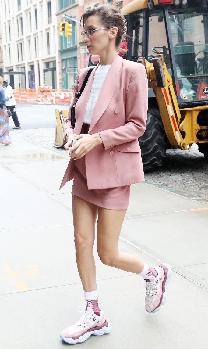 bella hadid, pink sneakers