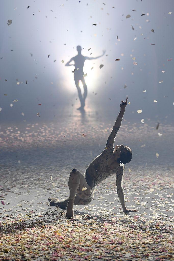 christian dior spring 2019 dancers