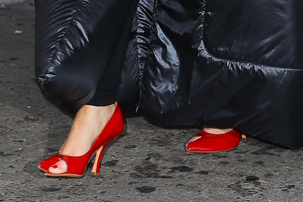 christina aguilera, pumps, red shoes, new york fashion week