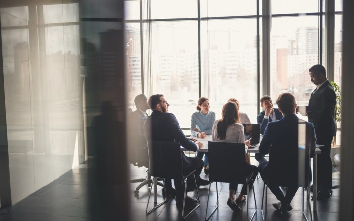 digital-leaders-in-retail-laggards-software-survey