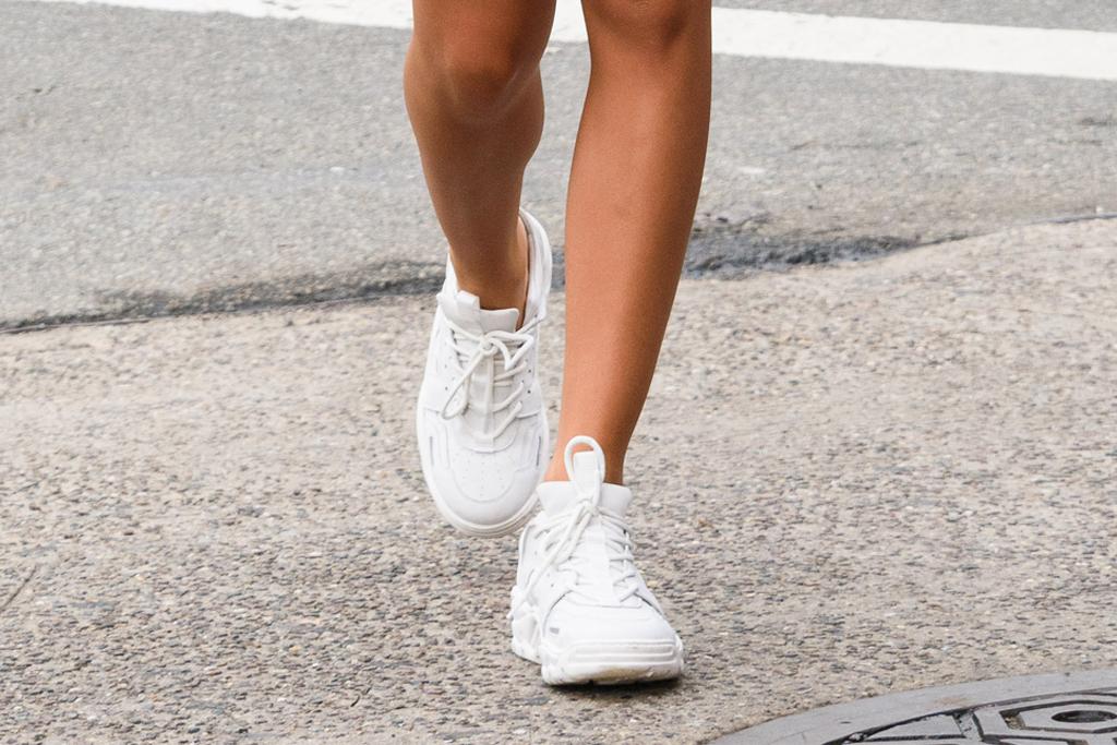 emily ratajkowski, white sneakers