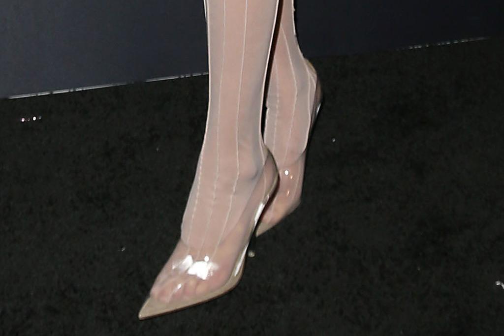 Bella Hadid, shoe, red carpet, pumps