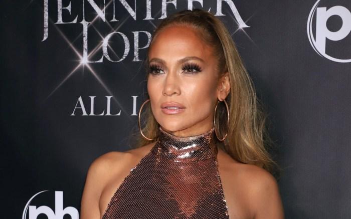 Jennifer Lopez, rose gold