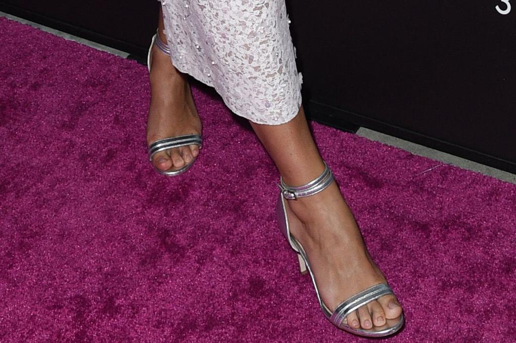 keira knightley, shoes, sandals, chloe gosselin, red carpet