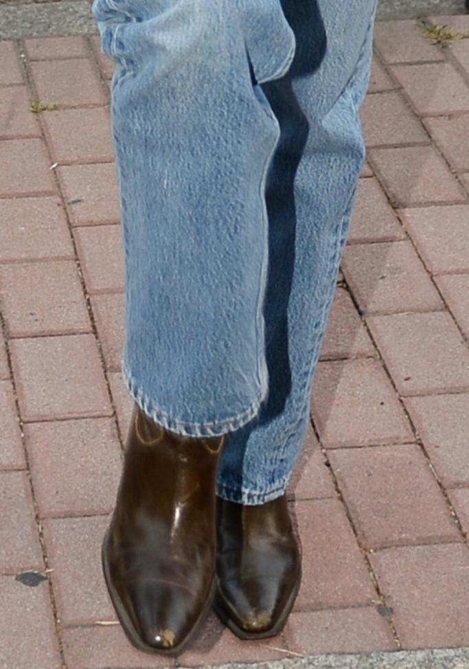 kendall jenner, kendall jenner street style, snakeskin, cowboy boots, milan fashion week