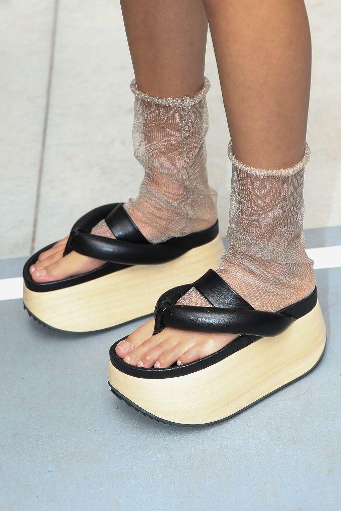 top 10 shoes milan fashion week mfw spring 2019 jil sander thongs flip flops