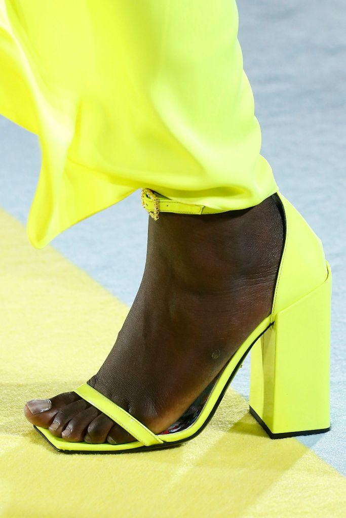 versace spring 2019 neon trend
