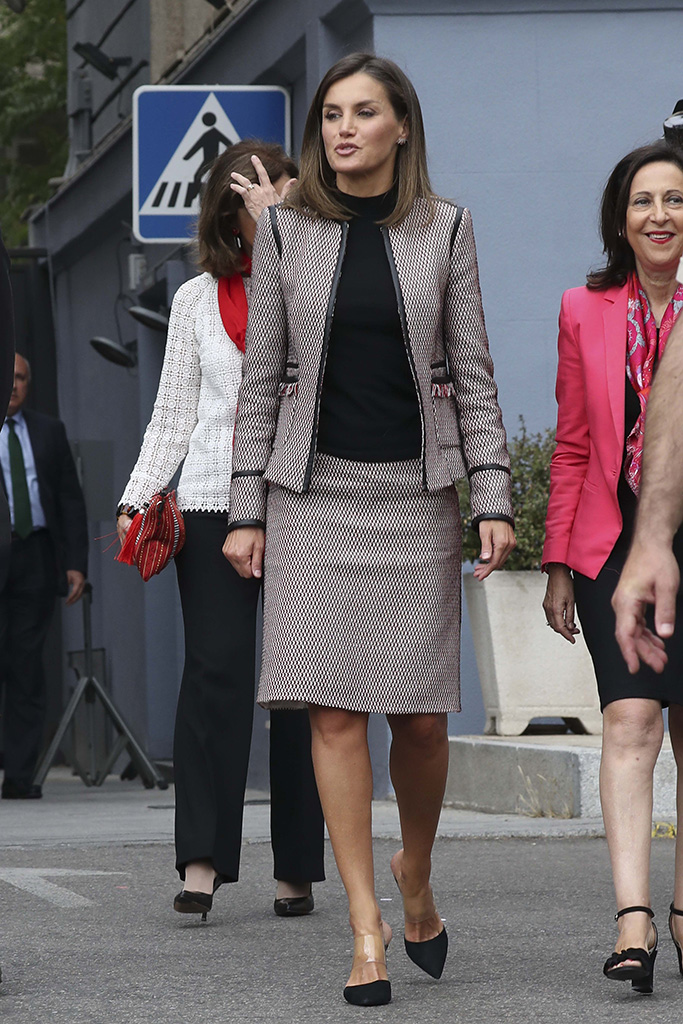 Spanish Queen Letizia during the commemorative events of the XXX anniversary of the entry of women into the civil guard held in Madrid, Spain.Pictured: Queen Letizia of Spain Ref: SPL5027863 260918 NON-EXCLUSIVE Picture by: SplashNews.com Splash News and Pictures Los Angeles: 310-821-2666 New York: 212-619-2666 London: 0207 644 7656 Milan: +39 02 4399 8577 Sydney: +61 02 9240 7700 photodesk@splashnews.com Australia Rights, Canada Rights, Denmark Rights, Ireland Rights, Finland Rights, Norway Rights, New Zealand Rights, Sweden Rights, United Kingdom Rights, United States of America Rights