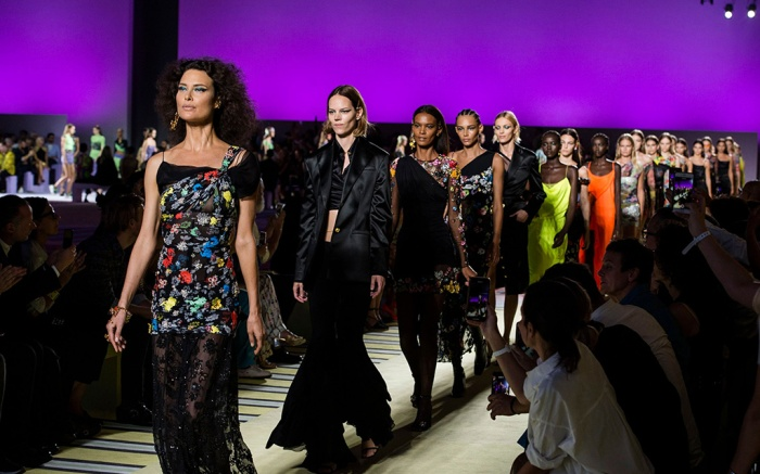 Shalom Harlow on the catwalkVersace show, Runway, Spring Summer 2019, Milan Fashion Week, Italy - 21 Sep 2018