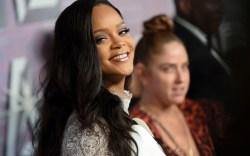 Rihanna red carpet, diamond ball