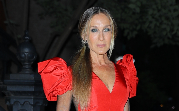 Sarah Jessica Parker arrives at the New York City Ballet Fall Fashion Gala in a red gown and matching heels, Sept. 27
