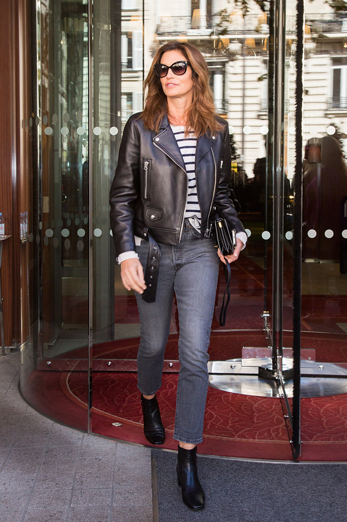 Cindy Crawford is seen leaving her hotel while visiting a few shows at this year's Paris Fashion Week, Women's Wear Spring - summer 2019 which is held in Paris, France.Pictured: Cindy Crawford Ref: SPL5027349 250918 NON-EXCLUSIVE Picture by: SplashNews.com Splash News and Pictures Los Angeles: 310-821-2666 New York: 212-619-2666 London: 0207 644 7656 Milan: +39 02 4399 8577 Sydney: +61 02 9240 7700 photodesk@splashnews.com Australia Rights, New Zealand Rights, United Kingdom Rights, United States of America Rights