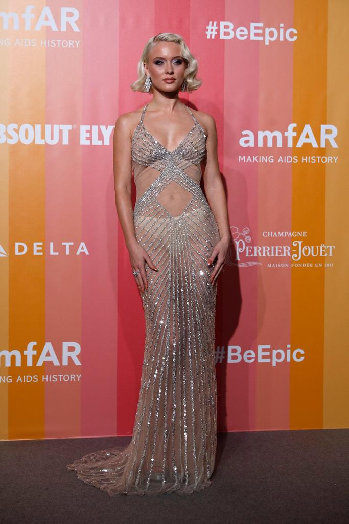 Zara Larsson, amfar gala, milan fashion week, naked dress