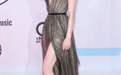 Celebs Showing Legs at the AMAs