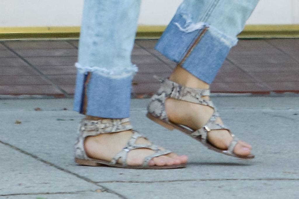 ariel winter, feet, sandals, snakeskin print
