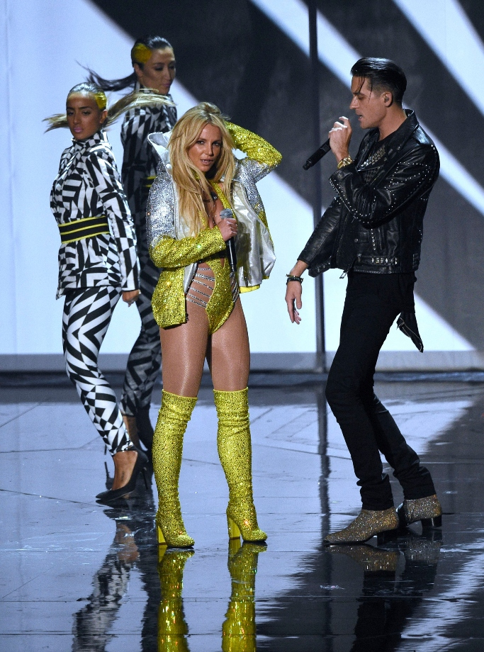 britney spears, on-stage, yellow boots