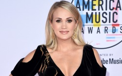 Carrie Underwood , red carpet, amas
