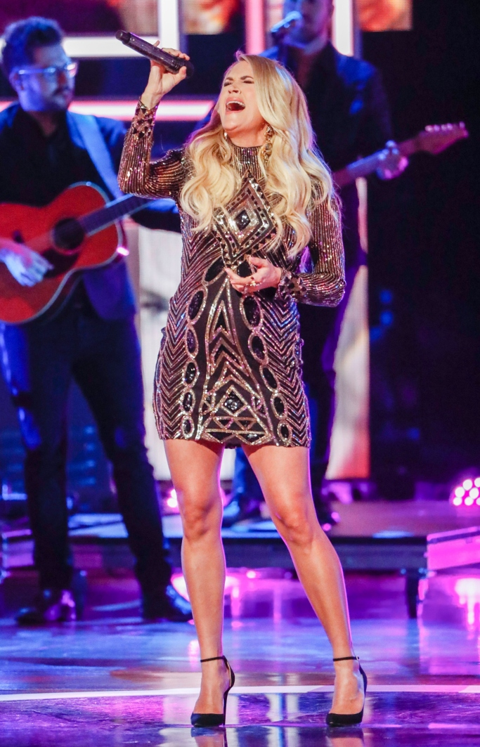 carrie underwood performing, cmt artists of the year