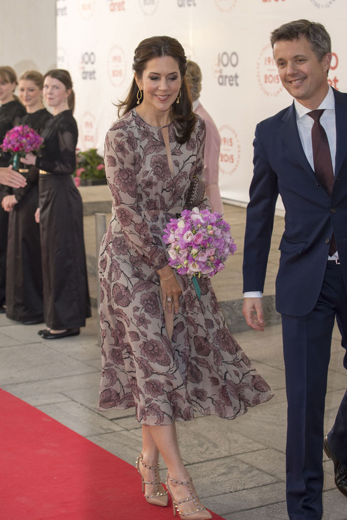 Crown Princess Mary, wardrobe malfunction, dress