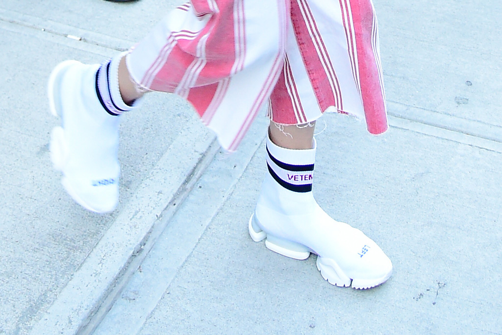 Gigi Hadid, sneakers, Vetements x Reebok, street style, celebrity style