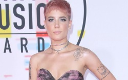 Halsey, AMAs, American Music Awards, red
