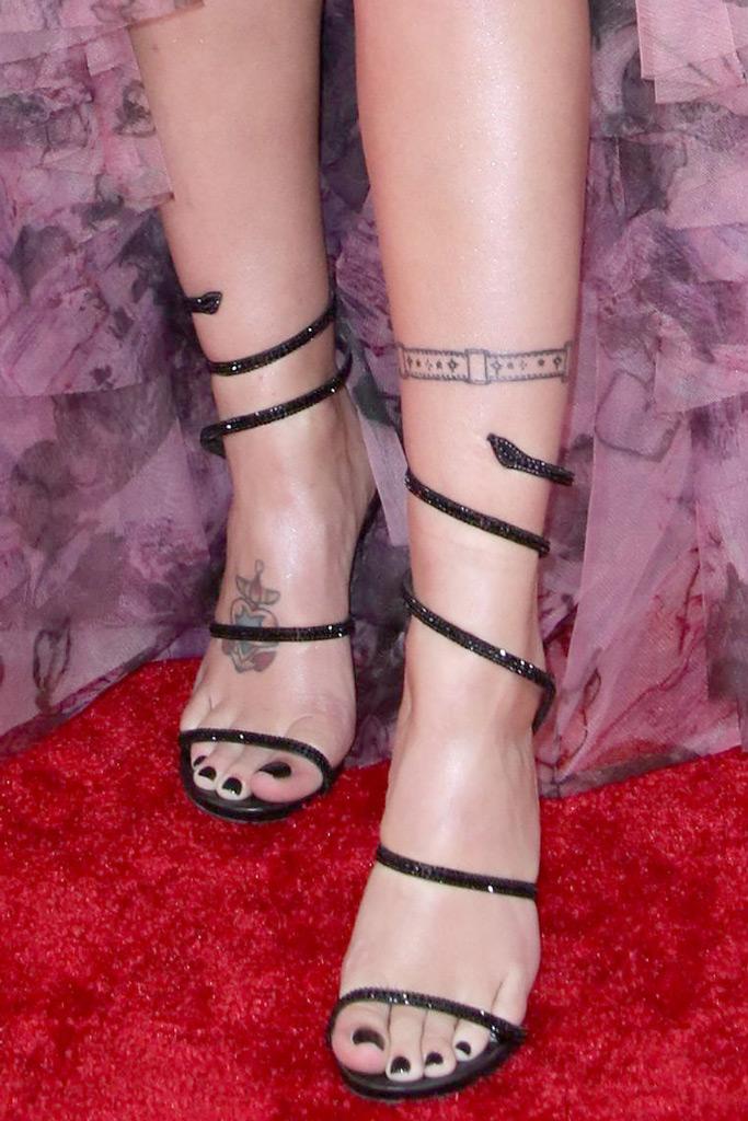 Halsey, red carpet, rene caovilla, sandals