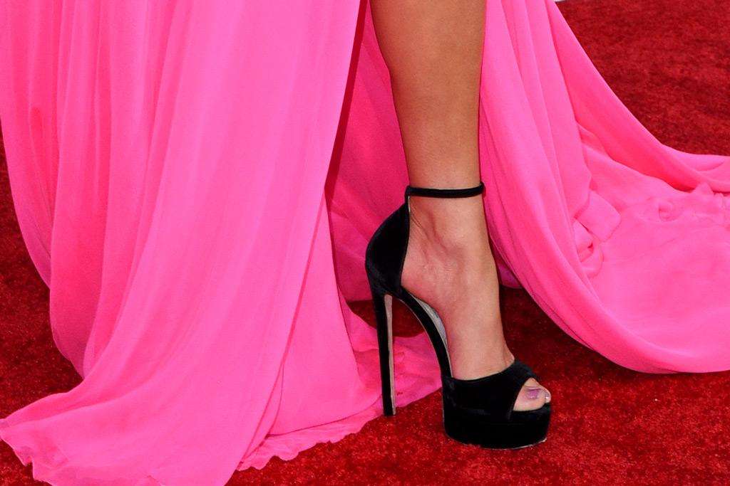 jennifer lopez, jimmy choo, sandals, red carpet, american music awards, celebrity style
