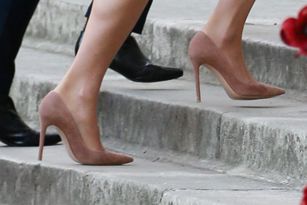 kate middleton, suede heels