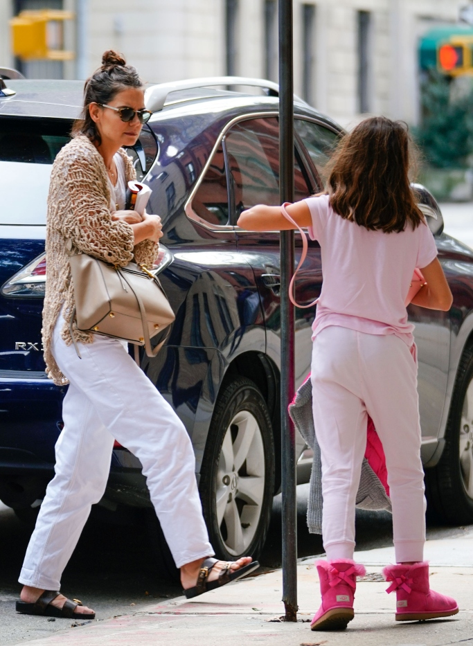 katie holmes, suri cruise, louis vuitton Bom Dia Mule, UGG Kids Mini Bailey Bow II boot