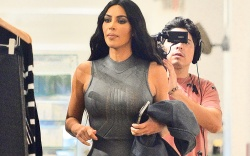 Kim Kardashian and Kourtney Kardashian go
