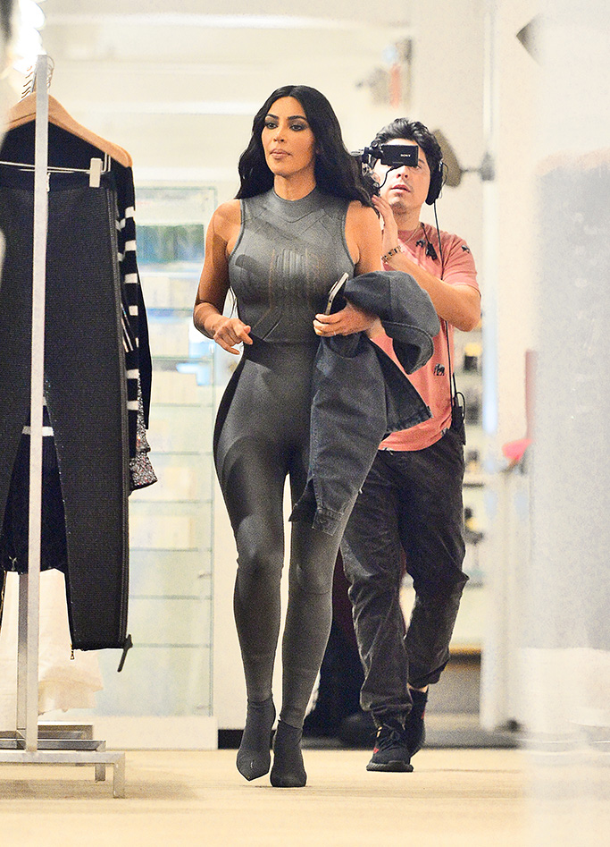 Kim Kardashian and Kourtney Kardashian go shopping at Jeffries with North West while they film scenes for 'Keeping Up With The Kardashians' in New York, NY.Pictured: Kim Kardashian Ref: SPL5029496 011018 NON-EXCLUSIVE Picture by: SplashNews.com Splash News and Pictures Los Angeles: 310-821-2666 New York: 212-619-2666 London: 0207 644 7656 Milan: +39 02 4399 8577 Sydney: +61 02 9240 7700 photodesk@splashnews.com World Rights