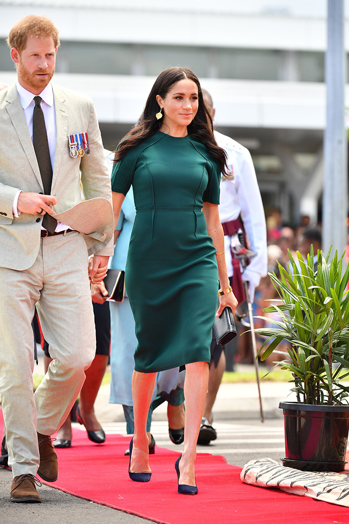 meghan markle s green dress by jason wu has a peacock effect medinatheatre news http www medinatheatre co uk dedvshop 2018 fashion celebrity style meghan markle green dress jason wu peacock fiji 1202699069