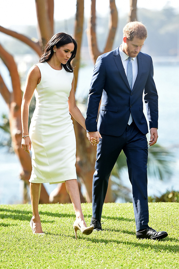 Prince Harry, Duke of Sussex and Meghan, Duchess of Sussex attend a welcome ceremony at Admiral House in Sydney by The Governor General Sir Peter Cosgrove and and Lady Cosgrove.Pictured: Prince Harry,Duke of Sussex,Meghan,Duchess of SussexRef: SPL5033591 151018 NON-EXCLUSIVEPicture by: SplashNews.comSplash News and PicturesLos Angeles: 310-821-2666New York: 212-619-2666London: 0207 644 7656Milan: +39 02 4399 8577Sydney: +61 02 9240 7700photodesk@splashnews.comWorld Rights