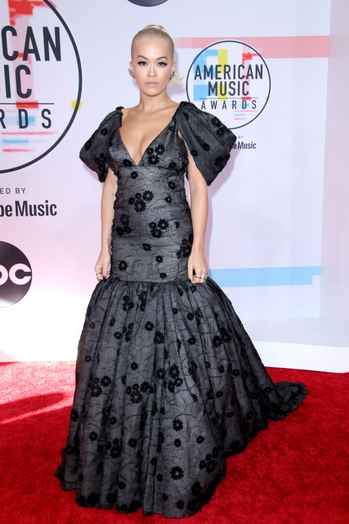 Rita Ora, amas 2018, red carpet, dress