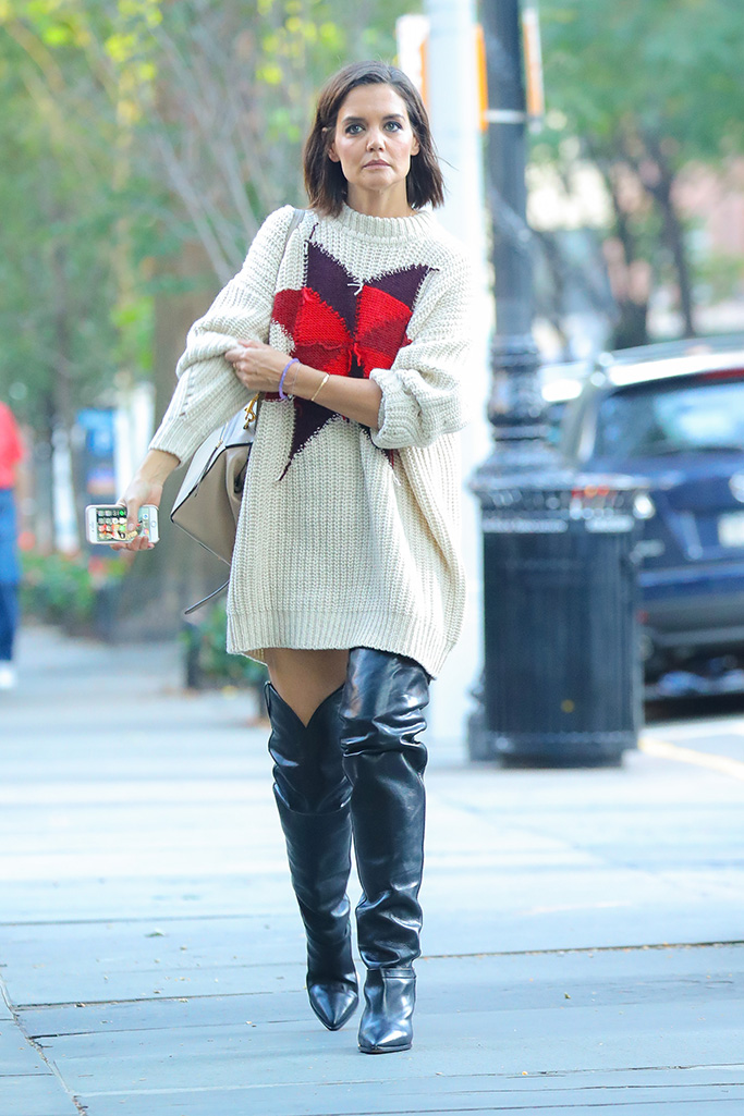 Katie Holmes wore a oversized sweater with knee high boots in New York CityPictured: Katie HolmesRef: SPL5032304 101018 NON-EXCLUSIVEPicture by: Felipe Ramales / SplashNews.comSplash News and PicturesLos Angeles: 310-821-2666New York: 212-619-2666London: 0207 644 7656Milan: +39 02 4399 8577Sydney: +61 02 9240 7700photodesk@splashnews.comWorld Rights