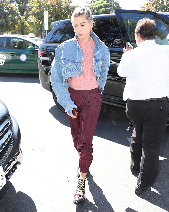 Justin Bieber and Hailey Baldwin arrive to eat at joans on third in Los Angeles, CAPictured: Hailey BaldwinRef: SPL5033516 151018 NON-EXCLUSIVEPicture by: Pap Nation / SplashNews.comSplash News and PicturesLos Angeles: 310-821-2666New York: 212-619-2666London: 0207 644 7656Milan: +39 02 4399 8577Sydney: +61 02 9240 7700photodesk@splashnews.comWorld Rights