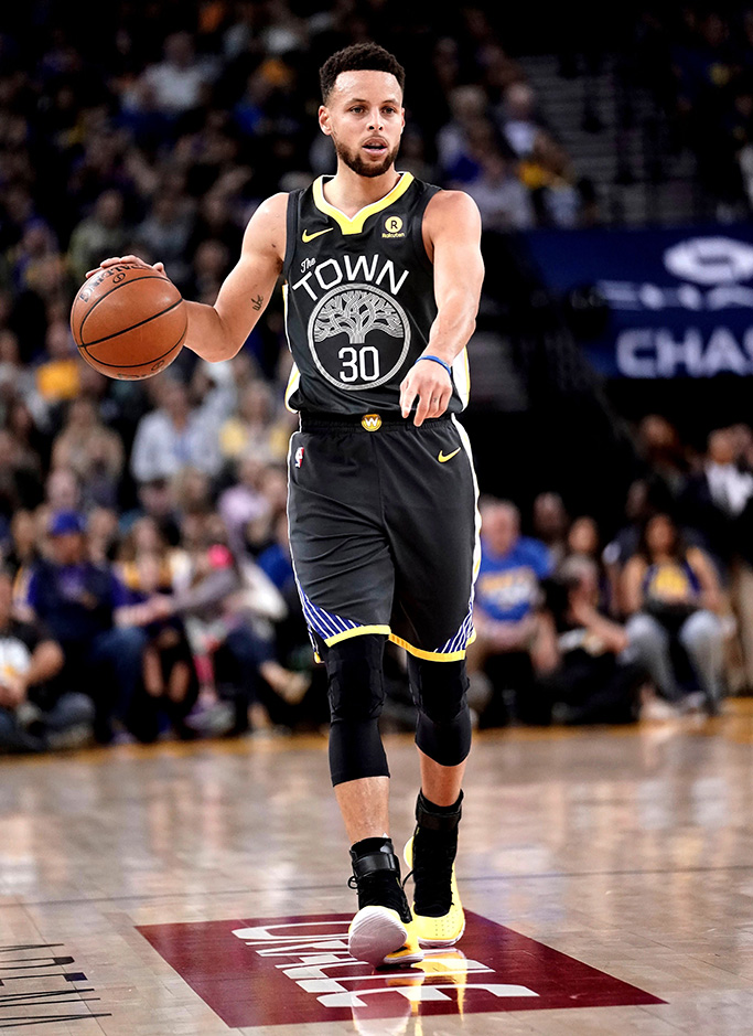 Stephen CurrySan Antonio Spurs at Golden State Warriors, Oakland, USA - 10 Feb 2018Golden State Warriors guard Stephen Curry sets up for a play against the San Antonio Spurs during the first half of their NBA game at Oracle Arena in Oakland, California, USA, 10 February 2018.