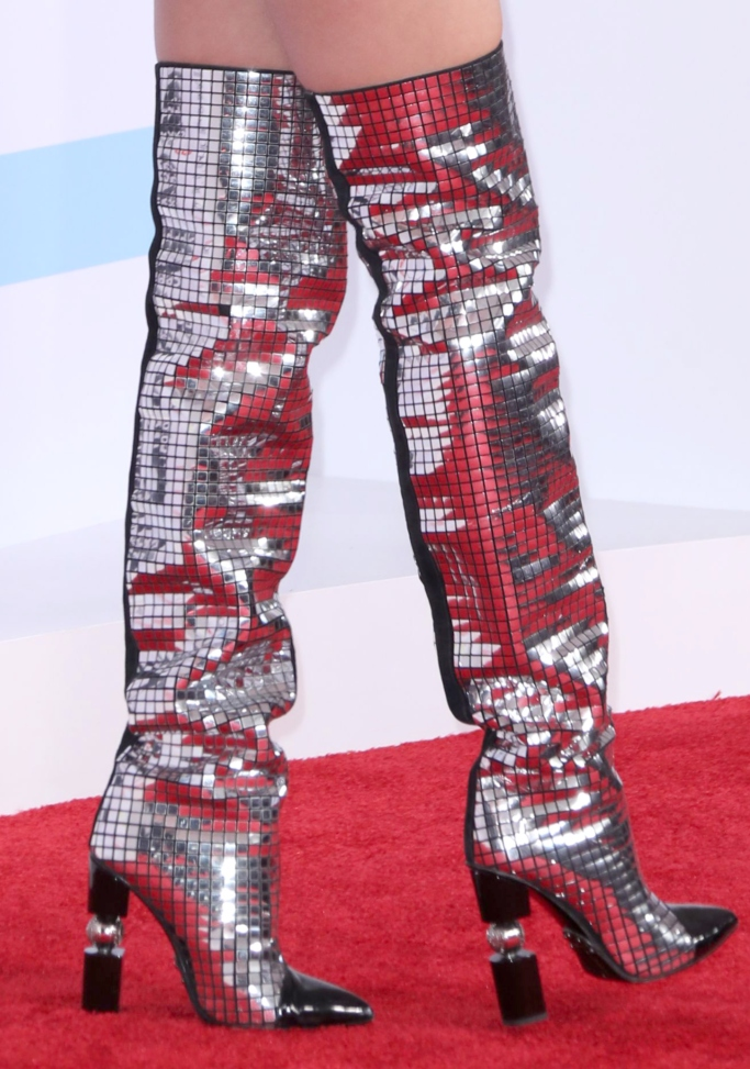 taylor swift boots, amas red carpet