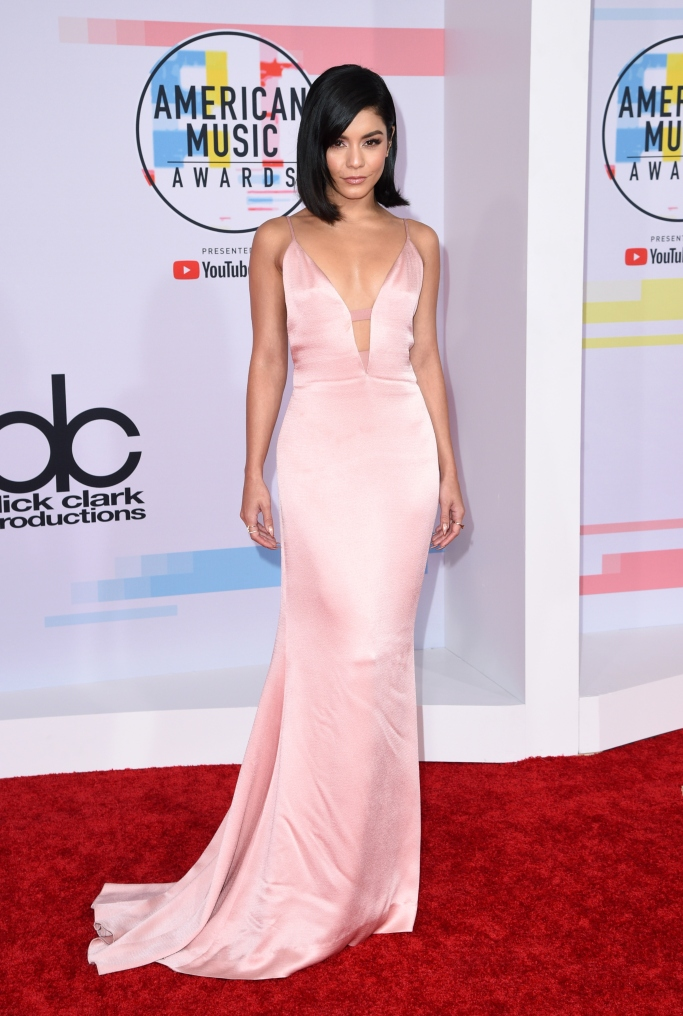 vanessa hudgens, amas red carpet, brian atwood madison sandals